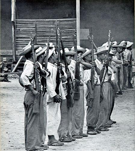 Com apoio dos Estados Unidos, rebeldes foram armados para derrubar o presidente. (Foto: Reprodução)