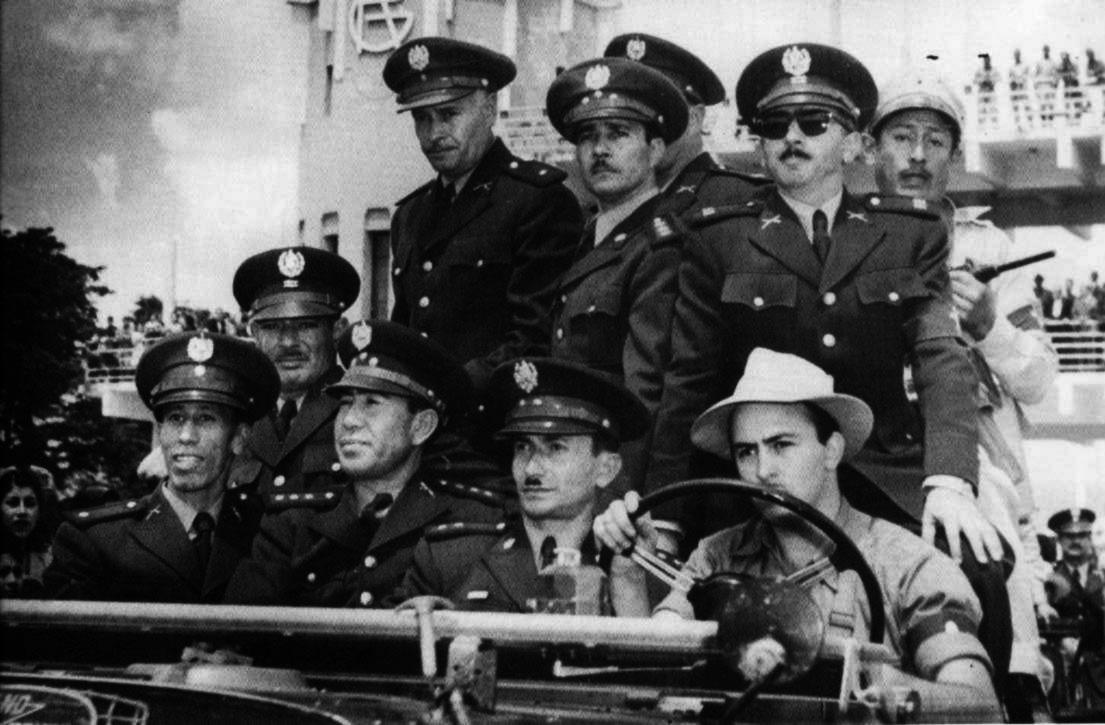Junta militar recém-empossada após o golpe. (Foto: Reprodução)