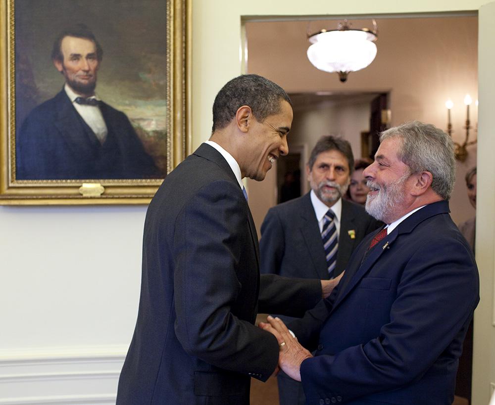 Encontro dos presidentes Lula e Obama no salão oval, da Casa Branca, em março de 2009. (Foto: Pete Souza/Wikimedia Commons)