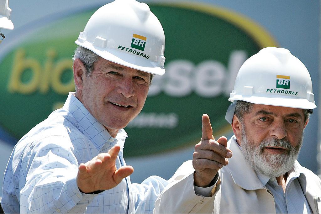 O presidente dos Estados Unidos, George W. Bush, e o presidente do Brasil, Luiz Inácio Lula da Silva, durante uma visita à Petrobras em 2007. Foto: Ricardo Stuckert/PR