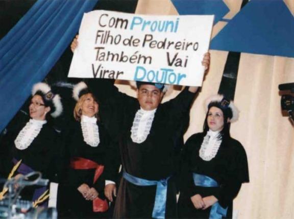 Formando comemora Prouni em sua formatura. (Foto: Arquivo pessoal)