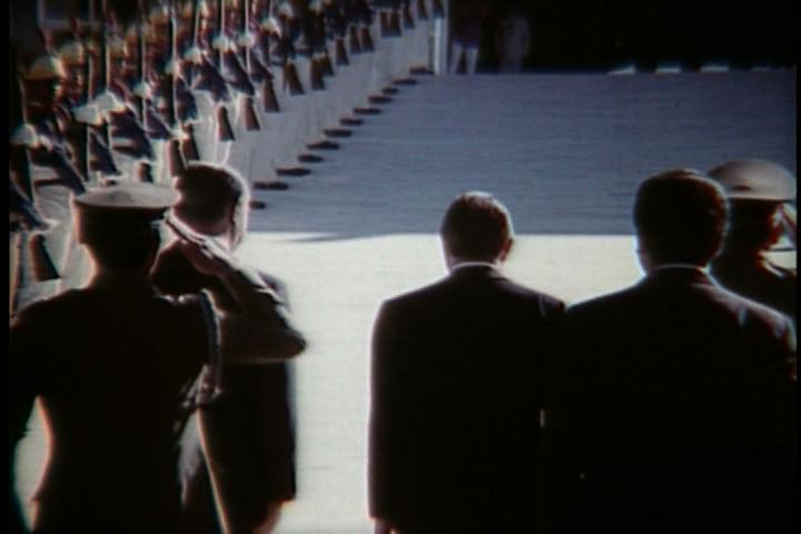 Documentário mostra a transição da ditadura para a democracia, a campanha das Diretas-Já, a eleição e morte de Tancredo e a posse de José Sarney