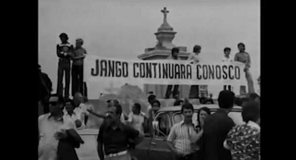 O corpo de Jango é trazido de volta ao Brasil para ser enterrado em São Broja (RS); familiares, amigos e o povo se despedem do ex-presidente morto no exílio