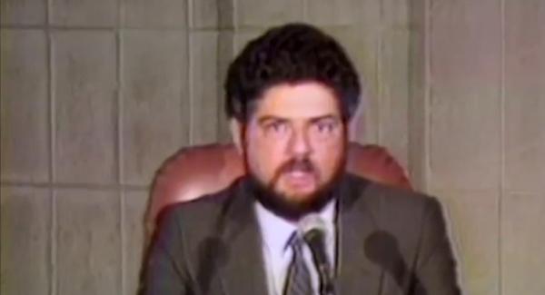 Antonio Britto, porta-voz do presidente eleito, anuncia a morte de Tancredo Neves; a comoção e a homenagem dos brasileiros