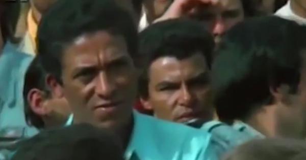 O dirigente sindical Luiz Inácio da Silva discursa em assembleia aos metalúrgicos, que rejeitam proposta patronal e decidem seguir em greve em 1979