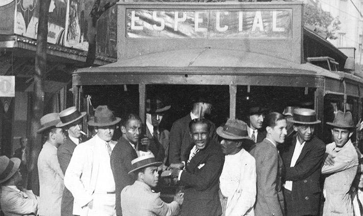 <strong> Flagrante da greve dos bondes</strong> no centro do Rio de Janeiro, maio de 1932