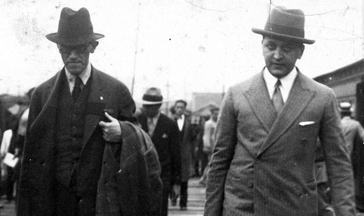 <strong> Altino Arantes </strong> (à esq.) e o jornalista Cásper Líbero a caminho da prisão, em outubro de 1932