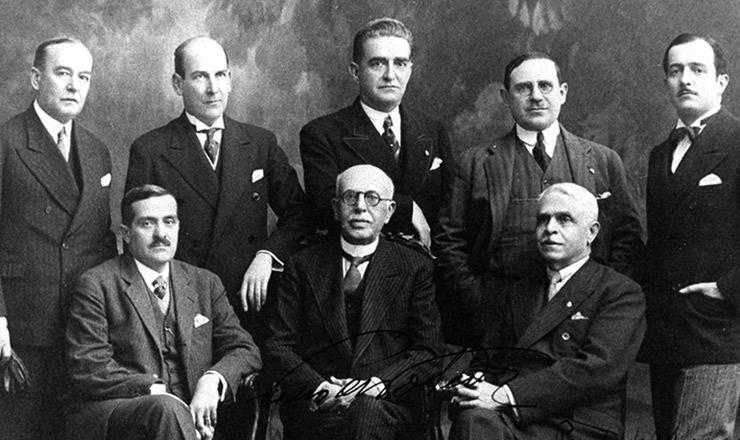 <strong> Pedro de Toledo </strong> (sentado, ao centro) e membros do seu governo exilados em Lisboa