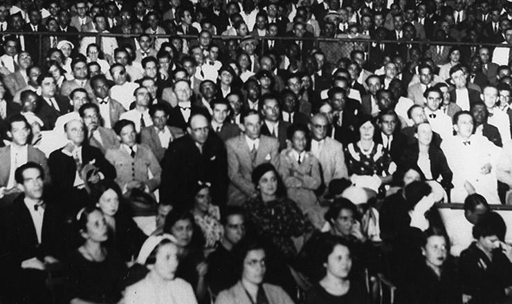 <strong> Com&iacute;cio da Alian&ccedil;a Nacional Libertadora</strong> no est&aacute;dio Brasil (Rio de Janeiro), maio de 1935