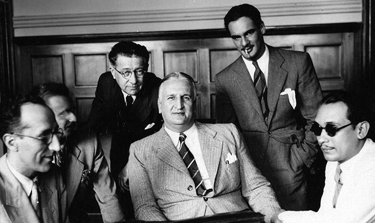 <strong> Abel Chermont</strong> (ao centro),&nbsp;Domingos Velasco (em primeiro plano, &agrave; esquerda) e Abguar Bastos (de &oacute;culos escuros)&nbsp;