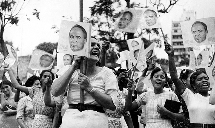 <strong> Manifestação pelos 10 anos do governo Vargas </strong> promovida pelo DIP no Rio de Janeiro