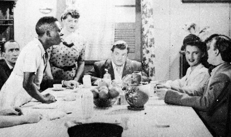 """<strong> Grande Otelo </strong> (de pé) em cena de """"Moleque Tião"""", dirigido por José Carlos Burle (1943)"""