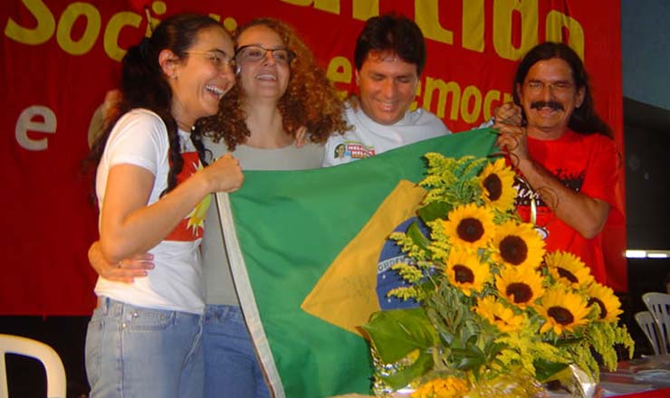 <strong> Os ex-petistas </strong> Helo&iacute;sa Helena (AL), Luciana Genro (RS),&nbsp;Jo&atilde;o Fontes (SE) e&nbsp;Bab&aacute; (PA) em 2004, durante ato da funda&ccedil;&atilde;o do novo partido