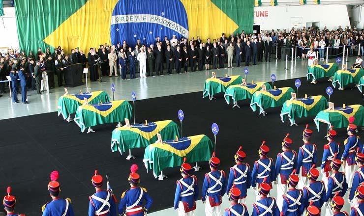 <strong> Cerimônia em homenagem</strong> aos 18 integrantes brasileiros da Minustah mortos no terremoto do Haiti