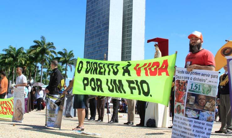 Grupo na Praça dos Três Poderes se posiciona contra aborto de fetos anencéfalos