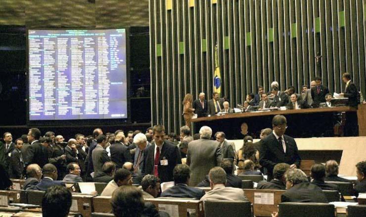 <strong> Debates acaloradosno plenário </strong> da Câmara dos Deputados durante a votação da reforma da Previdência