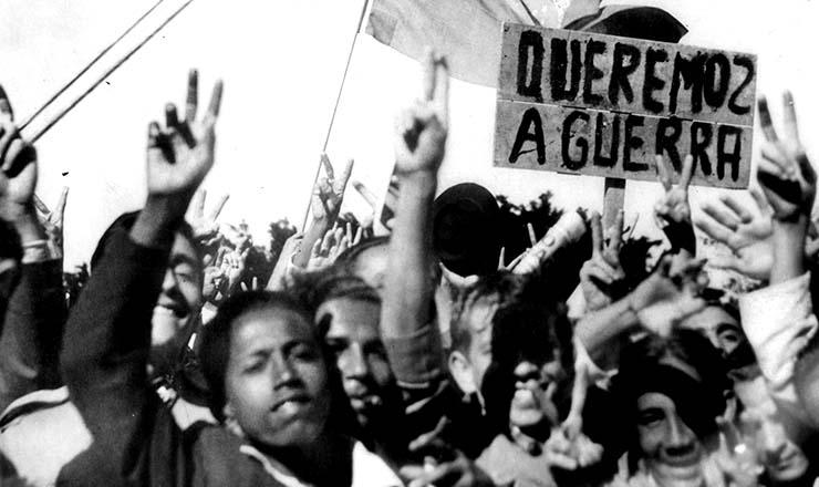 <strong> Populares se manifestam </strong> a favor da entrada do Brasil na guerra contra os pa&iacute;ses do Eixo<strong> &nbsp;</strong>
