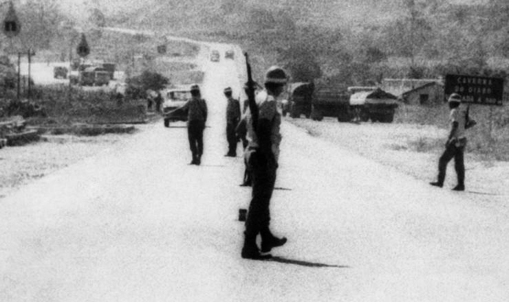 <strong> No&nbsp;Vale do Ribeira,</strong> policiais montam cerco aos guerrilheiros