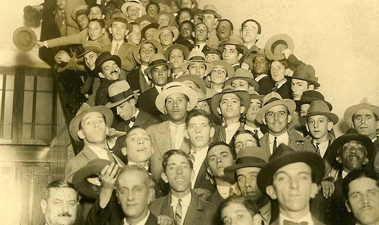 <strong> Adeptos da Legi&atilde;o de Outubro</strong> &nbsp;em&nbsp;S&atilde;o Paulo, novembro de 1930  &nbsp;