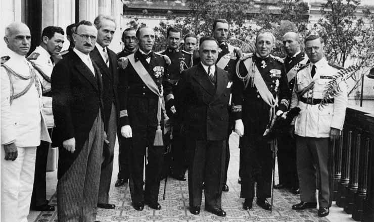 <strong> Get&uacute;lio Vargas </strong> recebe oficiais italianos fascistas no pal&aacute;cio do Catete, 1939