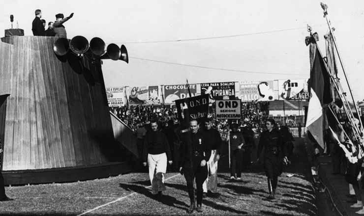 <strong> Manifesta&ccedil;&atilde;o fascista </strong> no campo do Palestra It&aacute;lia, em S&atilde;o Paulo, final dos anos 1930
