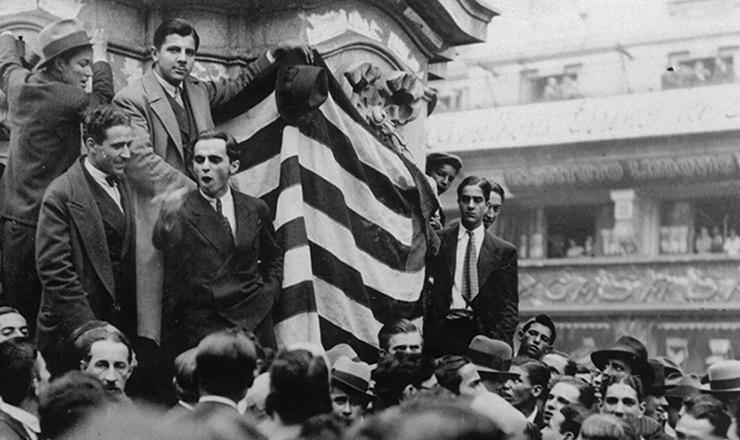<strong> Com&iacute;cio na pra&ccedil;a&nbsp;do Patriarca</strong> &nbsp;(centro de S&atilde;o Paulo), maio de 1932