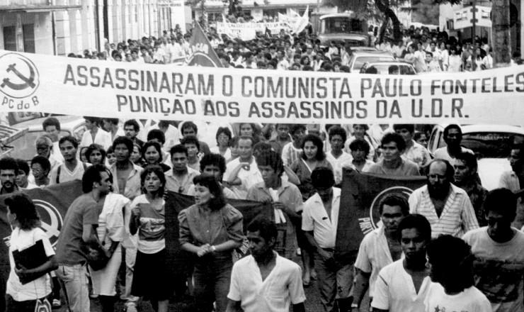 <strong> Manifestantes protestam</strong> em Bel&eacute;m contra o assassinato do advogado Paulo Fonteles, defensor de trabalhadores rurais  &nbsp;