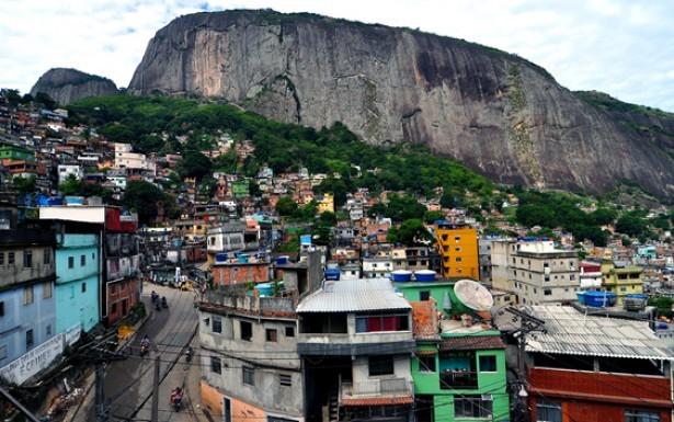 O funk carioca tem sua origem e identidade ligados às favelas cariocas