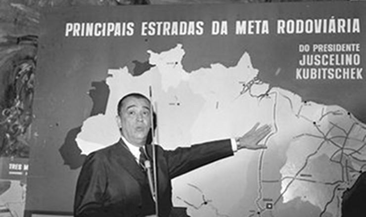 <strong> Juscelino explica</strong> seu Plano de Metas durante a confer&ecirc;ncia &quot;O Desenvolvimento Econ&ocirc;mico e as Metas do Governo&quot;, no Clube Militar. Rio de Janeiro, 1959