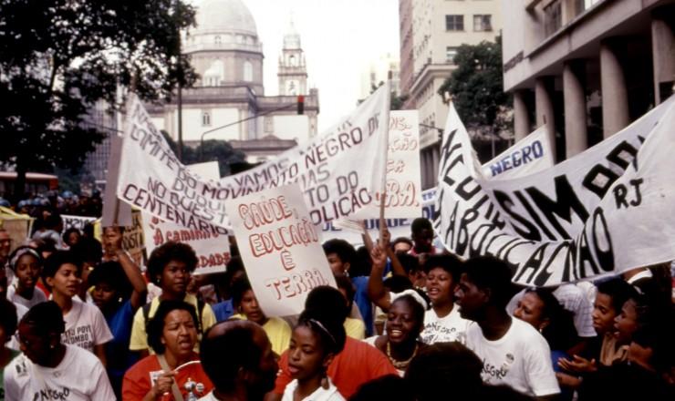 <strong> Militantes denunciam no Rio</strong> os problemas enfrentados pela popula&ccedil;&atilde;o negra no dia do centen&aacute;rio da Lei &Aacute;urea