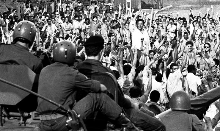 <strong> Grevistas desocupam a CSN</strong> um dia depois da interven&ccedil;&atilde;o militar, mas greve duraria mais duas semanas  <br />