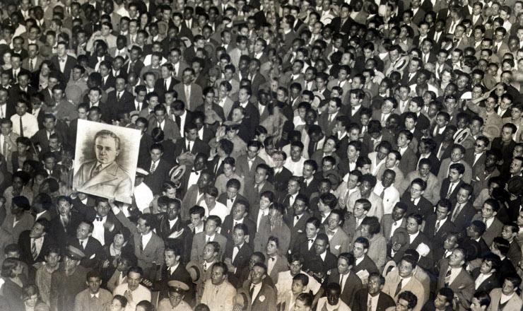 <strong> Trabalhadores fazem </strong> manifesta&ccedil;&atilde;o, em 1932