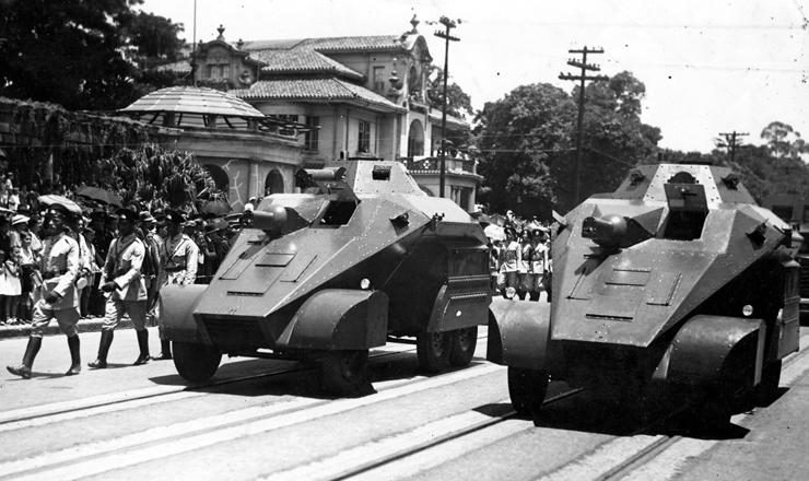 <strong> Desfile de blindados</strong> da Pol&iacute;cia Especial em S&atilde;o Paulo, 1936