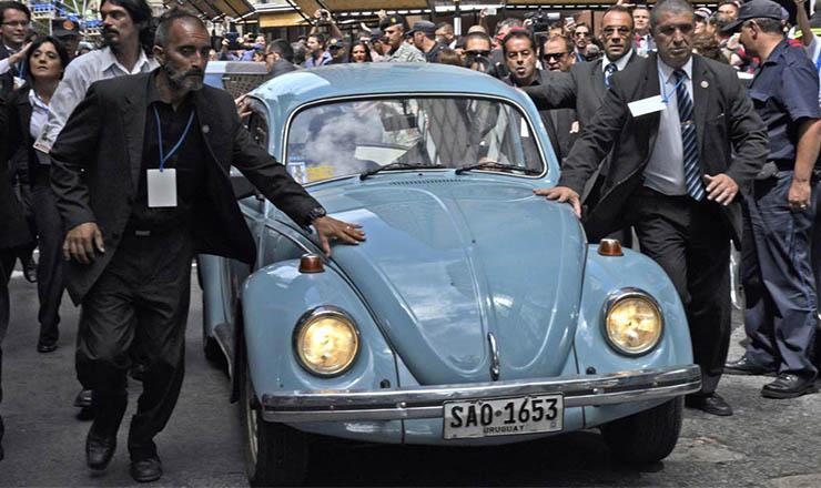 <strong> Mujica e seu velho fusca azul nas ruas de Montevidéu: </strong> modo franciscano de governar