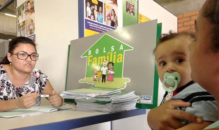 <strong> Mãe e criança atendidas pelo Bolsa Família em Luís Eduardo Magalhães (BA):</strong> transferência de renda tem impacto positivo na saúde dos bebês