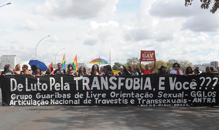 <strong> Protestos contra violência homof&oacute;bica nas ruas do país: </strong> movimento LGBT ganha força ao final da primeira década do s&eacute;culo
