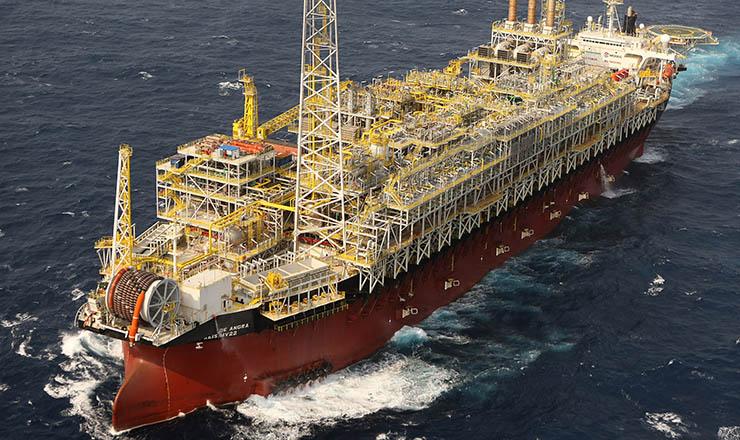 <strong> Embarca&ccedil;&atilde;o da Petrobras no campo de Tupi</strong> , Santos, descoberto em 2007