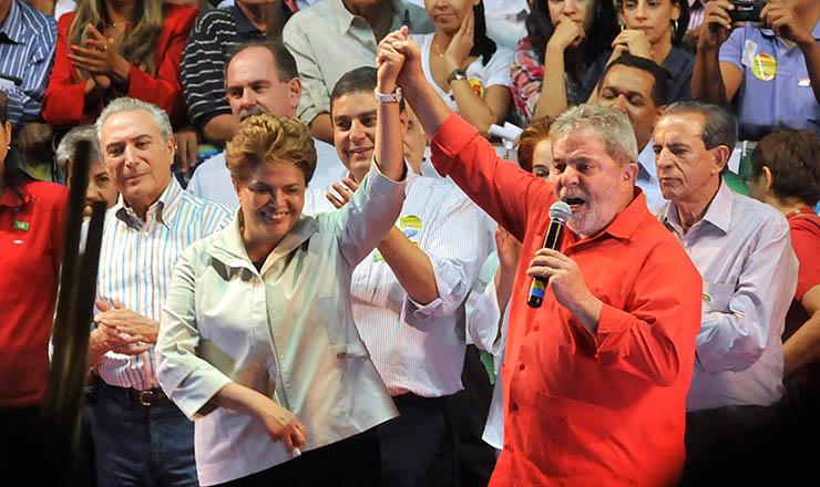 <strong> Dilma e Lula </strong> participam de comício em Goiás