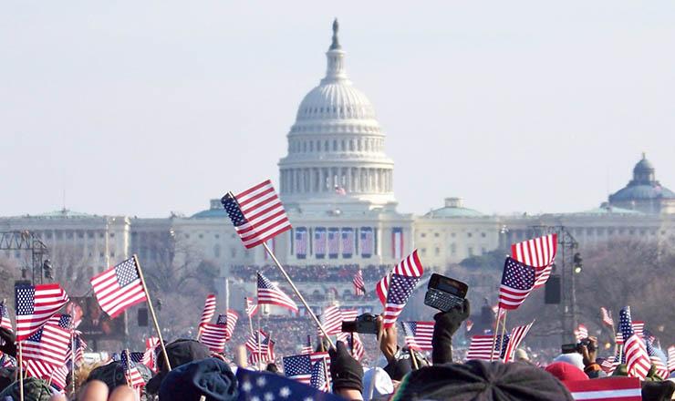 <strong> Norte-americanos na posse: </strong> 1,8 milhão de pessoas na frente do Capit&oacute;lio