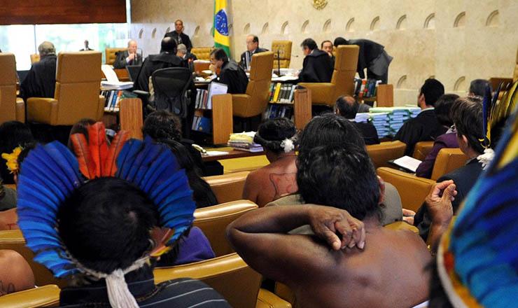 <strong> Indígenas acompanham </strong> sessão do STF que confirmariaa homologação de Raposa Serra do Sol