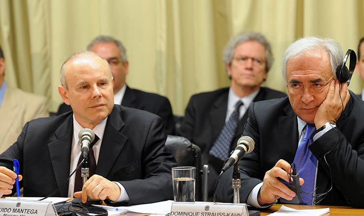 <strong> Mantega, ministro da Fazenda, e Kahn, presidente do FMI: </strong> acordo de US$ 10 bi  &nbsp;
