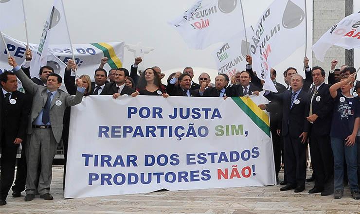 <strong> Parlamentares de estados produtores </strong> de petróleo protestam contra a destinação dos royalties