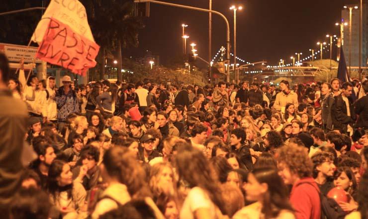 <strong> MPL&nbsp;ocupa </strong> as ruas de Florianópolis contra o aumento da tarifa do transporte público