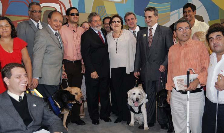 <strong> Deficientes visuais e seus cães-guia participam, </strong> em Bras&iacute;lia, de solenidade de sanção da lei que garante seu acesso a locais p&uacute;blicos