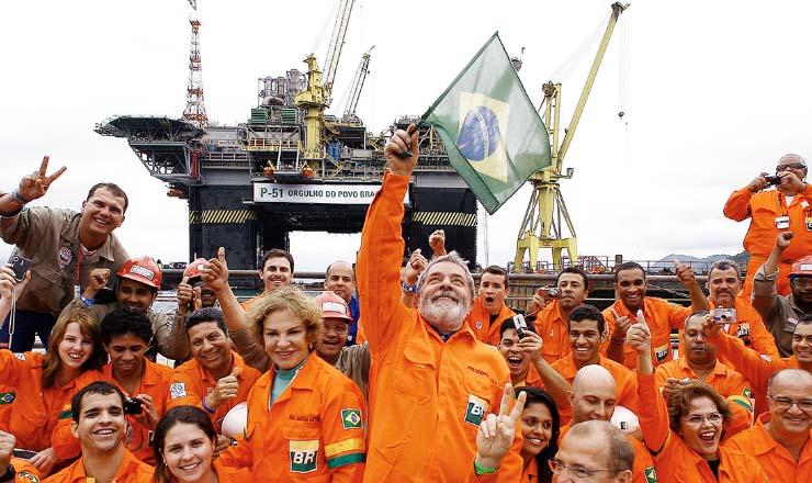 <strong> O presidente Lula</strong> em visita ao estaleiro BrasFels, em Angra dos Reis, onde estava sendo contruída a P-51, da Petrobras