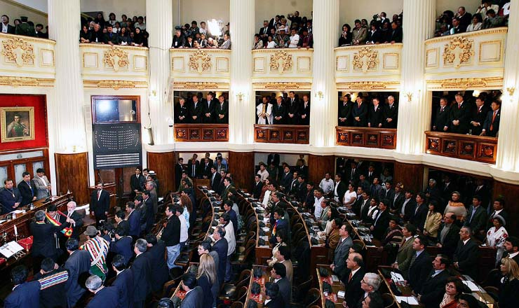 <strong> No Congresso Boliviano, Evo Morales toma posse,&nbsp;</strong> com a presen&ccedil;a de chefes de Estado da Am&eacute;rica Latina