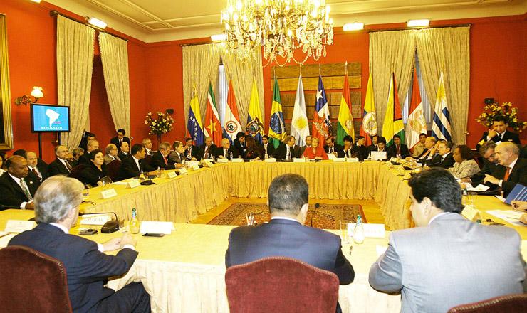 <strong> Reunião de chefes de estado</strong> da Unasul, em Brasília.Bloco surge fora da área de influência política dos Estados Unidos