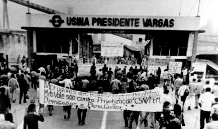 <strong> Manifestantes protestam </strong> contra a privatiza&ccedil;&atilde;o da Companhia Sider&uacute;rgica Nacional (CSN)