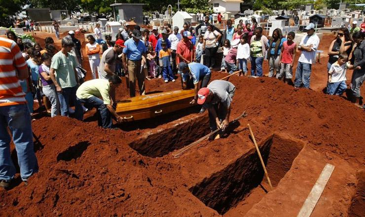 <strong> Gua&iacute;ra enterra seus mortos de 2008:</strong> &nbsp;maior chacina da hist&oacute;ria do Paran&aacute;&nbsp;  &nbsp;