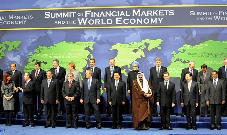 <strong> Lula (Brasil) eKirchner (Argentina) lado alado comMerkel (Alemanha), Sarkozy (França) e Bush (Estados Unidos): </strong> novos protagonismos para discutir os rumos da crise financeiramundial